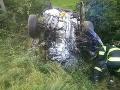 FOTO Hrozivá nehoda v Považskej Bystrici: Hasiči v akcii, auto sa prevrátil na strechu