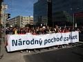 Národný pochod za život: VIDEO Desaťtisíce ľudí vyšli do ulíc, SNS skritizovalo kotlebovcov