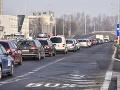 PRÁVE TERAZ Spomalená premávka a kolóny v Bratislave, rátajte so zdržaním