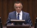 Poľská vládna strana má na krku ďalší škandál: Šéf NKÚ mal prenajímať svoj dom na prostitúciu