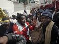 Grécka vláda to nevydržala: Presunula z preplnených táborov na ostrovoch na pevninu 350 migrantov