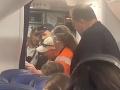 Nočná mora skutočnosťou: VIDEO Lietadlo muselo núdzovo pristáť, toto by nechcel zažiť žiadny pasažier