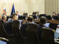 Pozastavenie 50-dňového moratória je prvý krok k spravodlivosti, hodnotí politológ