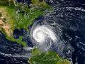 Atlantik trápi hurikán Lorenzo, postupne naberá na sile