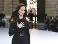 Andie MacDowell na módnej šou značky L'Oreal nemohla chýbať.