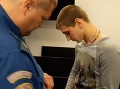 Opitý cudzinec v Česku dobodal športovca: FOTO Mladík prišiel o nohu, jeho priateľka sa toho stala svedkom
