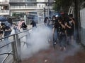 Použitie ostrej munície pri protestoch v Hongkongu bolo neprimerané, ozýva sa z Londýna