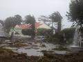 FOTO Hurikán Lorenzo zasiahol portugalské Azorské ostrovy, smeruje do Írska