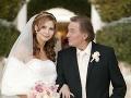 Český Zlatý slávik sa vo veku 68 rokov po prvý raz v živote oženil. Jeho vyvolenou sa 7. januára 2008 v americkom Las Vegas stala jeho dlhoročná priateľka, vtedy 31-ročná Ivana Macháčková.
