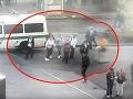 Šokujúce VIDEO z Prahy: Muž na elektrickej kolobežke zrazil k zemi dve ženy, policajti tú hrôzu videli