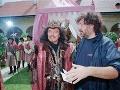 Karel Gott s režisérom Zdeňkem Troškou pri natáčaní rozprávky Z pekla štěstí