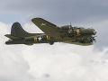 Nešťastie v USA: Zrútilo sa historické lietadlo, päť ľudí previezli do nemocnice