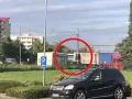 Stal sa svedkom zrážky ako zo zlého sna! VIDEO V Bratislave do nákladiaka vpálil vlak, ostrá reakcia poslanca