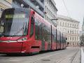 Vážna nehoda áut v Bratislave pri RTVS: Dopravný chaos, na Hlavnú stanicu nepremávali električky