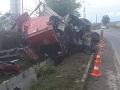 VIDEO Vodič slovenského kamióna neprežil nehodu pri Miškovci: Desivý pohľad na havarovaný vrak