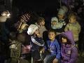 Z parížskeho tábora pre migrantov evakuovali 1606 ľudí: Budú dohliadať, aby sa už nevrátili
