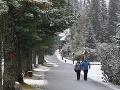 FOTO Do Tatier dorazila zima a ešte sa ochladí: Aha, sneh už aj na Štrbskom Plese!