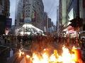 VIDEO Hongkong zasiahla ďalšia vlna násilia: Demonštranti zničili viacero čínskych bánk