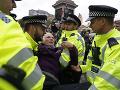 FOTO Britská polícia zadržala v Londýne takmer 300 environmentálnych aktivistov