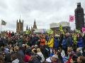 Londýn pod náporom protestov: Nebezpečná klimatická hrozba, neoblomná polícia varuje vzbúrencov
