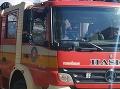 Trnavskí hasiči neustále v pohotovosti: Pomáhajú paraglajdistovi, ktorý uviazol na strome