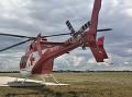 Čelná zrážka dvoch áut pri Leviciach: Zasahovať musel záchranársky vrtuľník