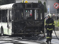 Hasiči v plnom nasadení: FOTO Požiar autobus MHD v Košiciach, dvaja vodiči sú v nemocnici
