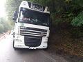 FOTO Poľský kamionista totálne ignoroval všetky značky: Cestu zablokoval na niekoľko hodín