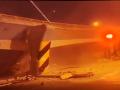Kamera zachytila strašidelný pád mosta: VIDEO Trosky sa zrútili rovno na autá, traja mŕtvi