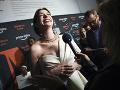 Anne Hathaway počas rozhovorov s novinármi.
