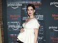 Anne Hathaway vyzerala na červenom koberci skvele.