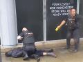 PRÁVE TERAZ Hrôza v nákupnom centre: Útočník pobodal niekoľko ľudí