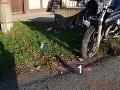 FOTO kolízie motocykla s autom v Tomášovciach: Výsledkom je vážne zranený, zasahoval vrtuľník