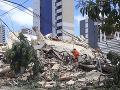 Hasiči pátrajú po preživších v sedemposchodovej budove po kolapse v brazílskom meste Fortaleza