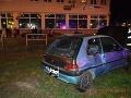 Vodič v Bánovciach nad Bebravou vrazil autom do troch ľudí