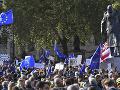 V Londýne protestujú desaťtisíce zástancov zotrvania Británie v Európskej únii