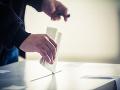 Strany vstupujú do predvolebnej kampane, minúť môžu tri milióny eur