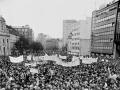 Manifestácia desaťtisícov Bratislavčanov na Námestí SNP v Bratislave 24. novembra 1989.