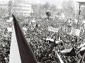 Tisíce študentov a pracujúcich sa 27. novembra 1989 zišli na zhromaždení, ktoré bolo súčasťou manifestačného štrajku na Námestí V. I. Lenina v Žiline.