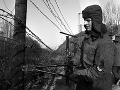 Vojaci útvaru veliteľstva pohraničnej stráže Bratislava začali  11. decembra 1989 odstraňovať ženijno-technické zátarasy v hraničnom pásme pri Devíne.