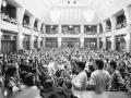 Študenti bratislavských vysokých škôl sa 21. novembra 1989 zišli v aule Univerzity Komenského a v priestoroch pred budovou na zhromaždení. Vyjadrili na ňom jednoznačnú podporu hnutiu pražských vysokoškolákov.