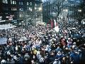 Režim je mŕtvy, nech žije režim! V novembri 1989 sme si na námestiach kľúčmi vyštrngali slobodu