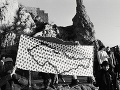 V Deň ľudských práv - 10. decembra 1989 sa uskutočnil mierový pochod Devín - Hainburg za účasti desaťtisícov občanov z Československa a Rakúska.