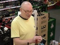 Dôchodca zašiel do obchodu,