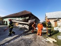 FOTO Pri Břeclavi vybuchol dom: Dvaja muži utrpeli zranenia, jeden je v ohrození života
