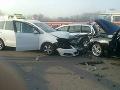 Nehoda zablokovala dopravu na diaľnici D1.