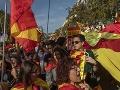 FOTO Desaťtisíce ľudí vyšli v Barcelone do ulíc: Zišli sa na podporu jednoty Španielska