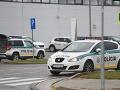 FOTO V trnavskej automobilke nahlásili bombu: Evakuácia zamestnancov