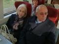 FOTO Tehotná matka si vo vlaku rezervovala miesta: Obsadili jej ich dôchodcovia, ten ich ARGUMENT!