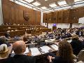 Opozícia predložila na najbližšiu schôdzu parlamentu takmer 50 návrhov: Naposledy jej prešli dva